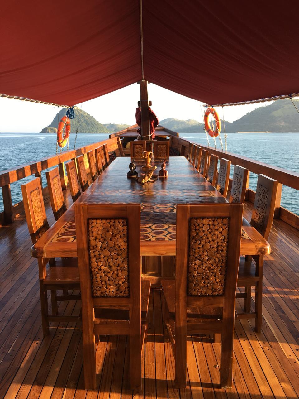 rental phinisi di labuan bajo, sewa kapal phinisi flores, open trip phinisi, phinisi boat labuan bajo, phinisi boat charter komodo, sailing komodo luxury, trip phinisi 2018.