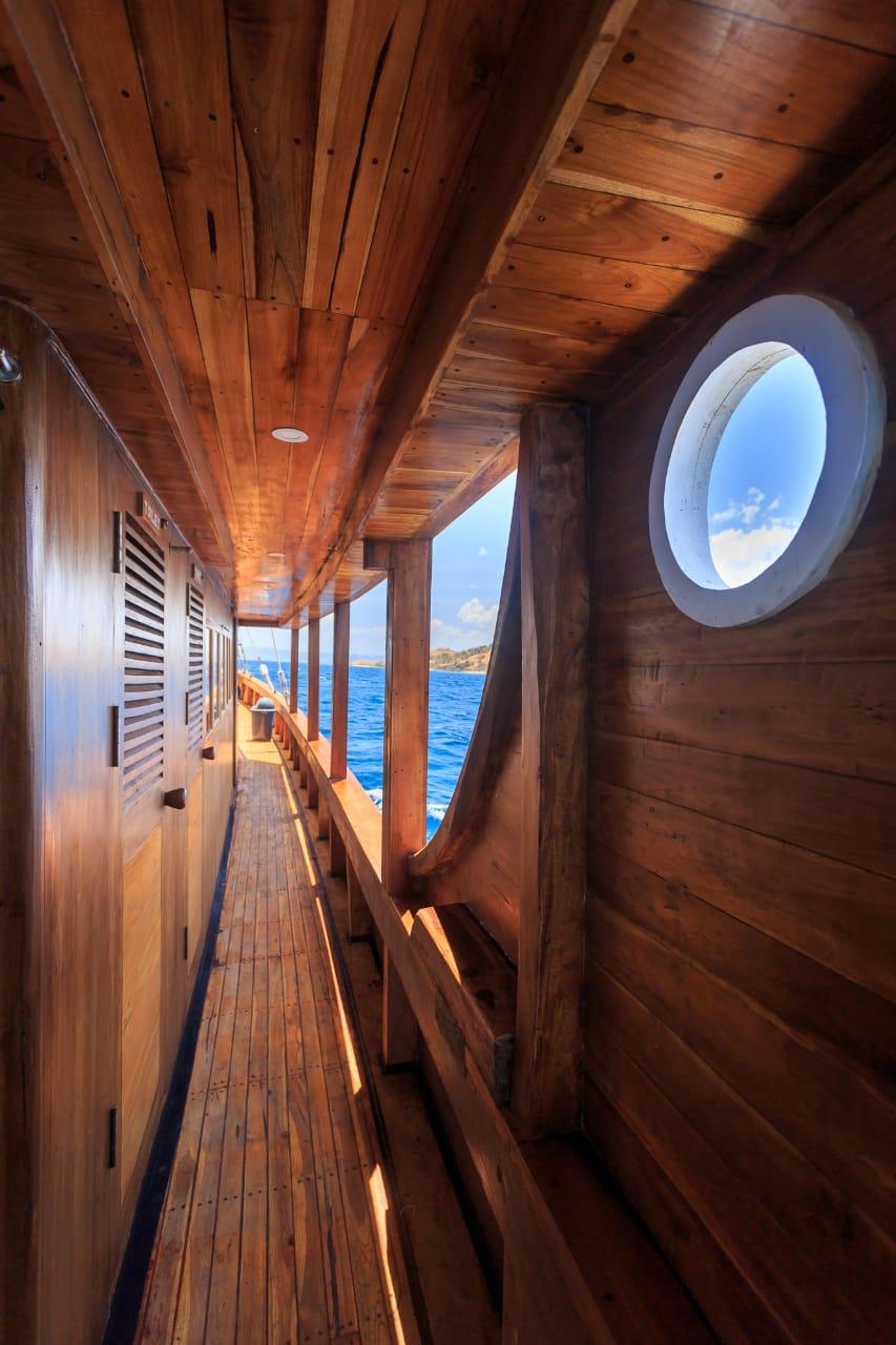 Phinisi liveaboard helena, luxury boat komodo, flores boat charter, komodo boat tours, komodo yacht charter, bajo rental, klm helena