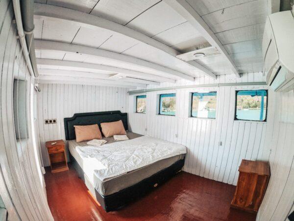 sewa kapal labuan bajo, tarif sewa kapal ke komodo 2019, klm lamborajo, rental semi phinisi komodo, komodo boat rental, sewa kapal sehari labuan bajo