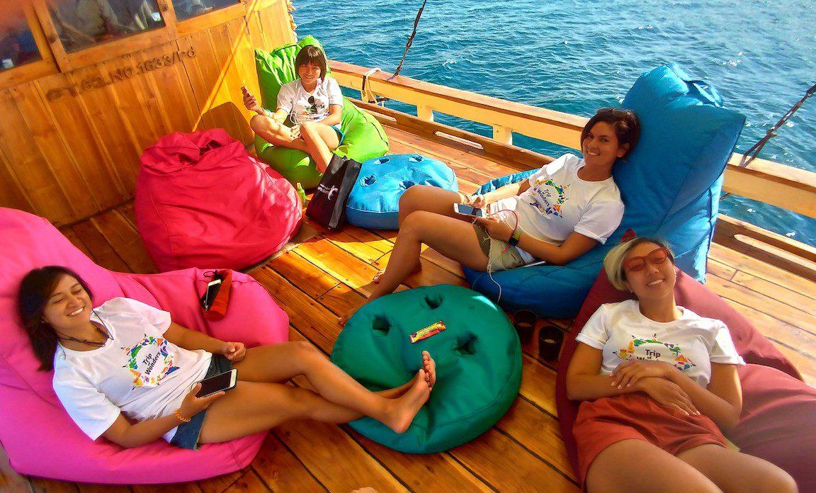 phinisi la lunia labuan bajo, harga sewa kapal la lunia 2019, phinisi charter komodo, tarif sewa phinisi ke komodo, rental phinisi kapasitas 20 orang