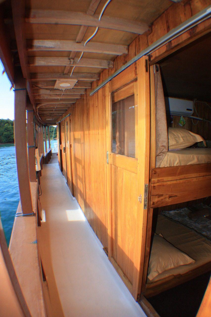Sewa km versace jaya labuan bajo, rental kapal komodo, tarif km versace jaya, harga sewa kapal labuan bajo, liveonboard komodo, kapal menginap bajo.