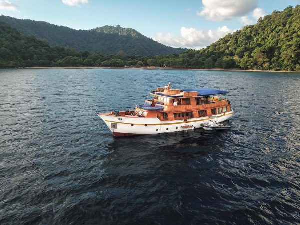 wooden yacht rental, yacht rental labuan bajo, mv magia, phinisi for lease, boat rental komodo pricelist 2019, wooden phinisi for charter