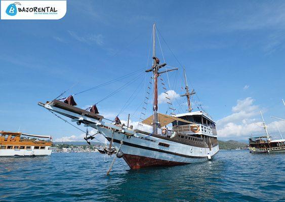 phinisi boat komodo, komodo phinisi rental, phinisi tour labuan bajo, bajo rental, phinisi vessel charter, sewa kapal phinisi komodo, kapal phinisi di labuan bajo, harga sewa kapal phinisi, phinisi boat charter, komodo boat charter, labuan bajo phinisi charter.