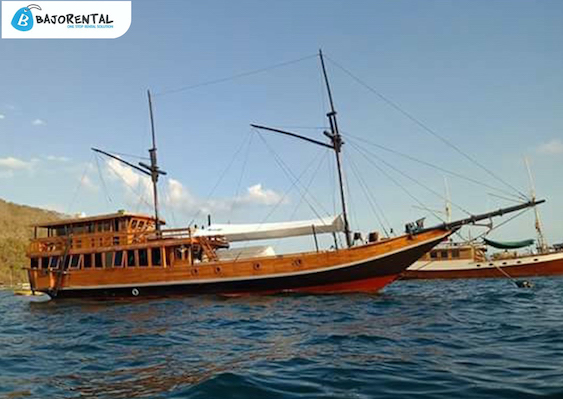phinisi oceanus boat komodo, rental phinisi oceanus bajo, tarif sewa km oceanus 2019, rental kapal phinisi labuan bajo, lob labuan bajo, open trip phinisi