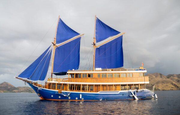 Sewa phinisi cajoma v, sewa kapal cajoma, cajoma labuan bajo, harga charter phinisi cajoma, sailing komodo labuan bajo, biaya sewa kapal cajoma 2021
