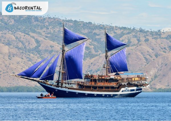 phinisi sea safari vii labuan bajo, sewa kapal sea safari, biaya charter phinisi sea safari, sea safari komodo, harga sewa sea safari 2021