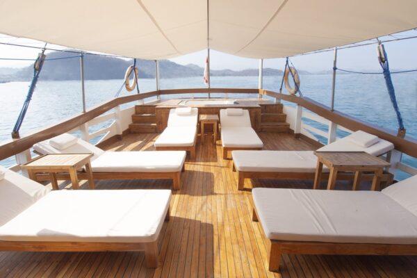 Sewa kapal phinisi cajoma iv, rental cajoma 4, biaya charter cajoma iv, harga sewa kapal di bajo 2021, labuan bajo boat charter, private trip komodo, luxury trip labuan bajo