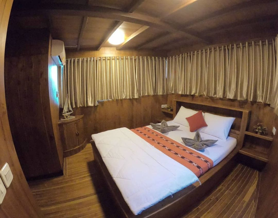 sewa phinisi sipuliang 3, biaya sewa kapal sipuliang, sipuliang liveaboard, kapal lob sipuliang, sipuliang labuan bajo, harga charter sipuliang 2021
