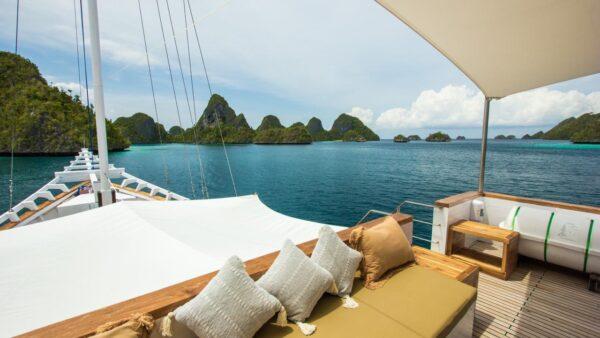 phinisi fenides labuan bajo, charter kapal fenides komodo, harga sewa yacht fenides, fenides liveaboard, komodo phinisi charter, fenides 2021 rates and schedule