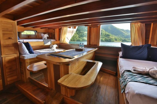 phinisi tanaka komodo, tanaka phinisi liveaboard, sewa kapal tanaka labuan bajo, pricelist kapal tanaka bajo, komodo private charter 2021