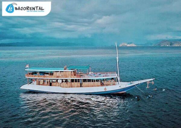 sewa kapal pandawa komodo, klm km pandawa, kapal medium labuan bajo, harga sewa kapal di bajo, komodo private charter, labuan bajo trip